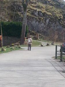 Linde Otto geht nach dem Mittagessen heim © Susanne Wosnitzka
