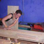 Beim Herstellen eines Clavichord-Nachbaus (Silbermann). Griechenland 2003. © Susanne Wosnitzka
