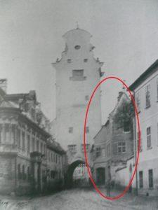Frauentor Augsburg, vom Dom aus 1881 fotografiert © wikimedia.commons (gemeinfrei)